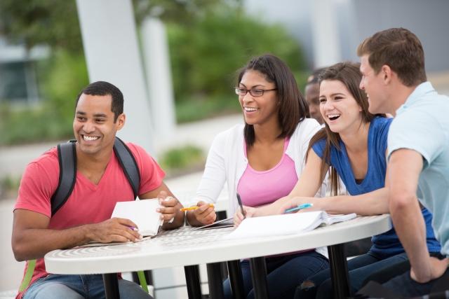 大学生は1年生で運転免許を取るべき?