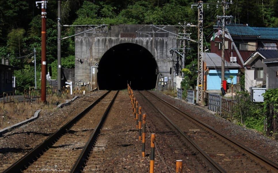 福井県の心霊スポット「北陸トンネル」